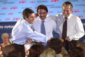Adolfo Suárez Illana, candidato del PP, con Jose M. Aznar y Adolfo Suárez en la campaña electoral de Castilla La Mancha.