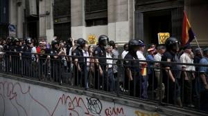 """La Policía """"escolta"""" a los republicanos de Montera a Tirso de Molina."""