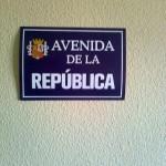 Esta placa sustituye desde hace un par de años a una foto del Rey con mi hija Andrea.