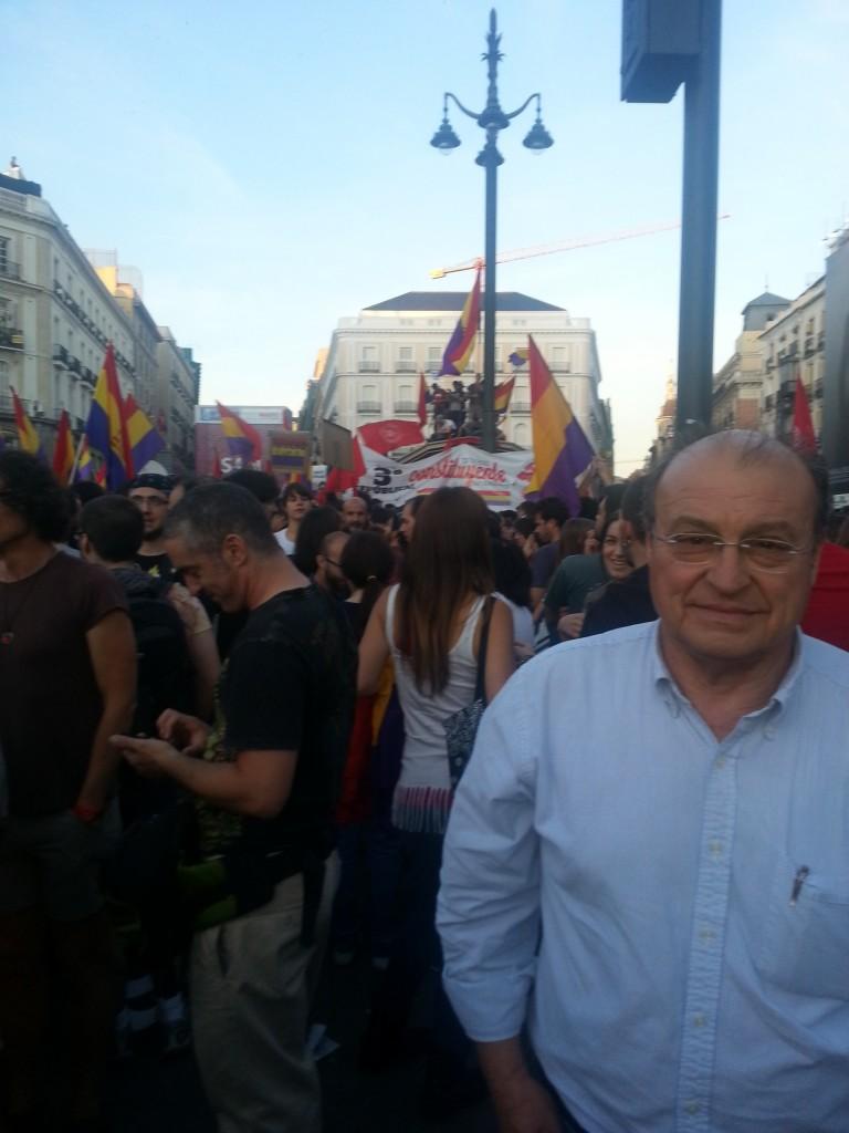 El día de la abdicación de Juan Carlos I, la Puerta del Sol estuvo llena de jóvenes con banderas repúblicanas.