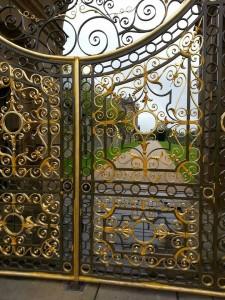 Puerta de entrada a los jardines del duque.
