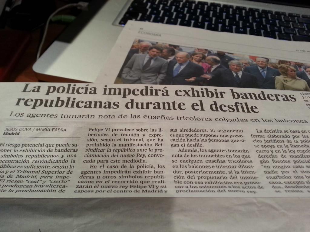 Recorte de El País. La policia tiene orden de retirar la tricolor de los balcones.