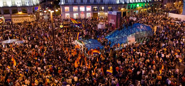 Concentración republican en la Puerta del Sol, sin incidentes, el dia de la abdicación del rey Juan Carlos.